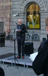 Olle Wästberg håller tal